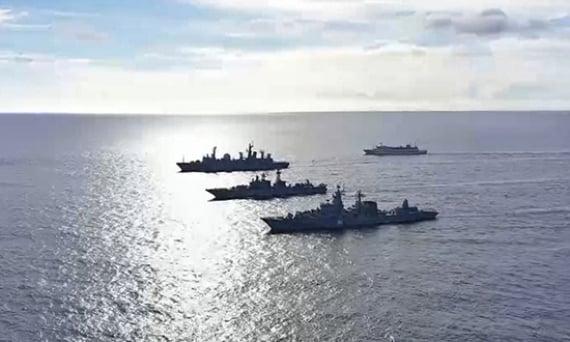 Foto yang diunggah di situs web Kementerian Pertahanan Rusia pada 10 Juni 2021 ini menunjukkan kekuatan Armada Pasifik yang heterogen di Pasifik tengah.