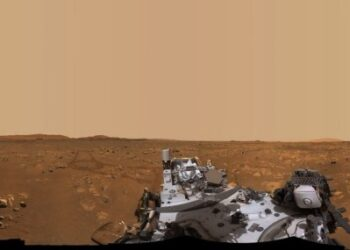 "Foto panorama 360 derajat yang diabadikan oleh wahana penjelajah Perseverance milik NASA ini menunjukkan ""Van Zyl Overlook"", tempat helikopter penjelajah Ingenuity melakukan penerbangan pertamanya di Mars. Foto itu terdiri dari 992 gambar terpisah yang dirangkai bersama, yang diabadikan antara 15 April hingga 26 April 2021. (NASA)"