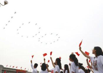 Pesawat militer terbang di atas Lapangan Tian'anmen dalam berbagai formasi menjelang pertemuan akbar dalam rangka perayaan 100 tahun berdirinya Partai Komunis China (Communist Party of China/CPC) di Beijing, ibu kota China, pada 1 Juli 2021. (Xinhua/Zhang Chen)