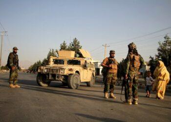 Anggota Taliban terlihat di sebuah jalan di Kabul, ibu kota Afghanistan, pada 28 Agustus 2021. (Xinhua/Saifurahman Safi)