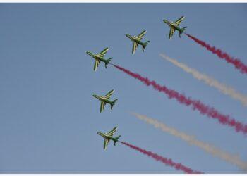 Foto yang diabadikan pada 22 September 2021 ini menunjukkan pertunjukan aerobatik Saudi Hawks (Elang Saudi) di Um Ajlan Park di Riyadh, Arab Saudi.  (Xinhua/Wang Haizhou)