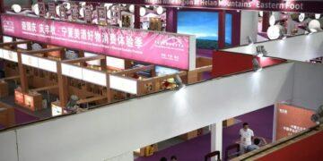 Foto yang diabadikan pada 25 September 2021 ini menunjukkan lokasi penyelenggaraan Pameran Pariwisata dan Budaya Wine Internasional (Ningxia) China pertama di Yinchuan, Daerah Otonom Etnis Hui Ningxia, China barat laut. Pameran ini digelar dari 25 hingga 27 September. (Xinhua/Wang Peng)