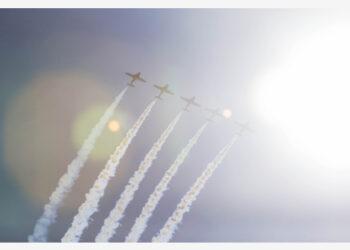 Tim aerobatik militer Kanada Snowbirds tampil dalam Pameran Dirgantara Internasional Kanada 2021 di Toronto, Kanada, pada 4 September 2021. Resmi dibuka pada Sabtu (4/9), acara yang berlangsung selama dua hari itu diperkirakan menarik ribuan penonton. (Xinhua/Zou Zheng)