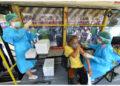 Seorang wanita menerima vaksin COVID-19 di unit vaksinasi keliling di Bangkok, Thailand, pada 17 September 2021. Thailand pada Jumat (17/9) melaporkan 14.555 kasus baru COVID-19 dan 171 kematian tambahan, menurut Pusat Administrasi Situasi COVID-19 (Center for COVID-19 Situation Administration/CCSA). (Xinhua/Rachen Sageamsak)