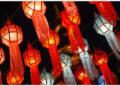 Lentera berwarna-warni terlihat di Wat Phra That Hariphunchai di Lamphun, Thailand, pada 25 Oktober 2021. Provinsi Lamphun di Thailand menggelar festival lentera akbar di Wat Phra That Hariphunchai, menarik para wisatawan untuk menggantung lentera dan mendoakan harapan mereka. (Xinhua/Wang Teng)